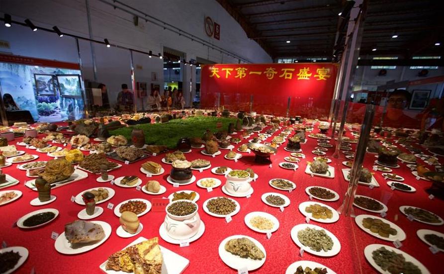 """""""奇石宴""""亮相文博会:一桌价值29.8亿"""