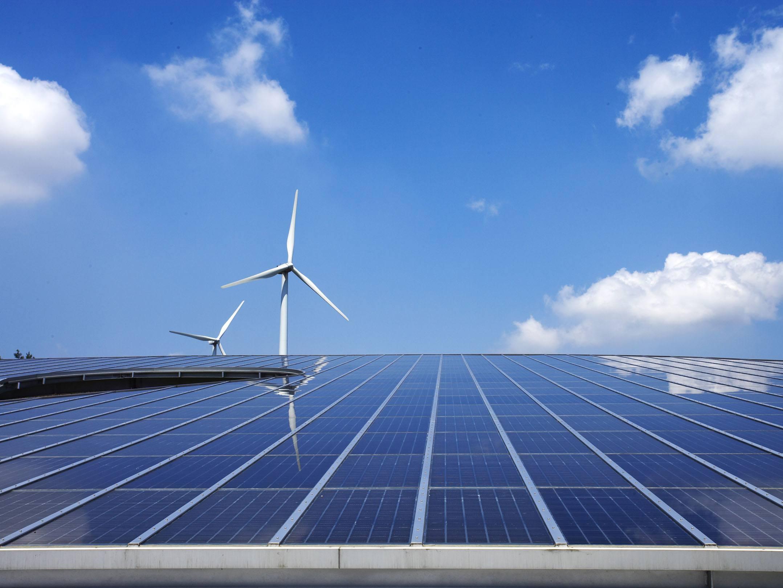防城港市港口区首个海边光伏发电项目于沙螺寮村建成