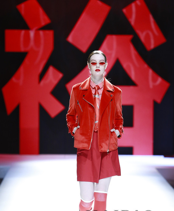 裕大华1919·刘勇2019春夏系列亮相中国国际时装周
