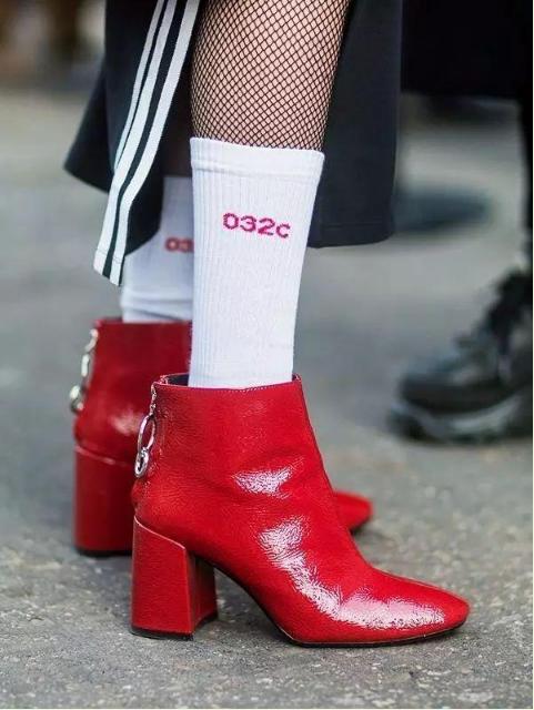 今年秋冬别再露脚踝了 学会怎么穿好堆堆袜好吗