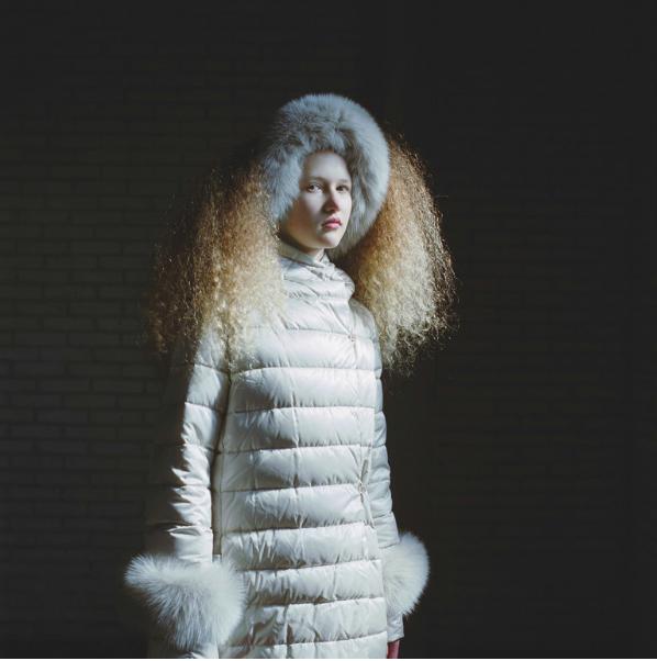 羽绒服品牌 Max Mara The Cube 问世10周年 邀多位摄影师进行创意诠释