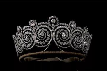 """卡地亚在""""权力的辉煌""""展览中呈现皇室珠宝杰作"""