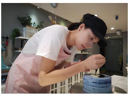林丹儿子两岁生日:谢杏芳亲自做蛋糕 大面积豪宅曝光