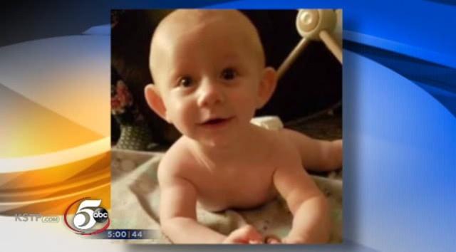 美国10岁女童踩死男婴 女童声称是抱宝宝时不小心脱手