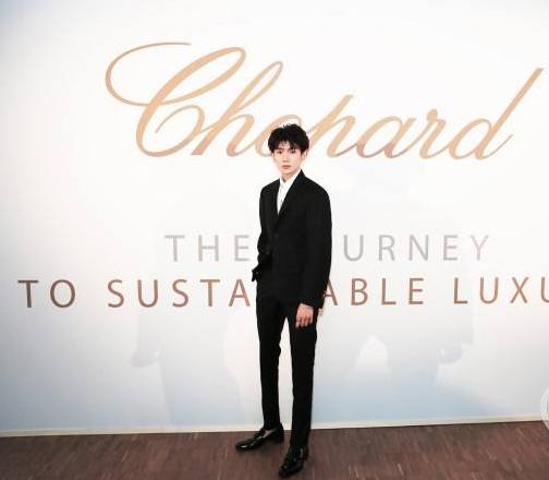萧邦珠宝设计独一款手镯 致献品牌大使王源18岁生日