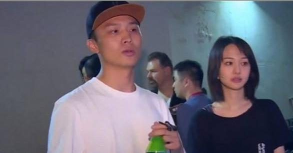 郑爽与男友街边浪漫亲吻 尴尬的是替身妍妍也在!