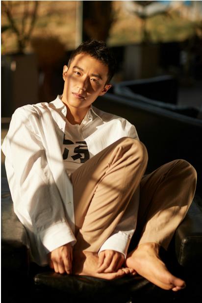 王森最新时尚写真曝光 整体造型简单却不失个性