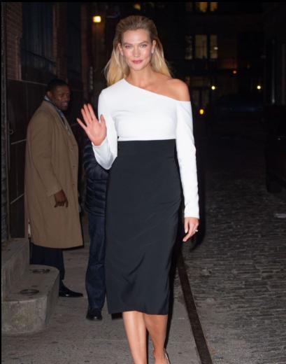 小KK卡莉·克劳斯纽约街拍 黑白拼色连衣裙优雅成熟