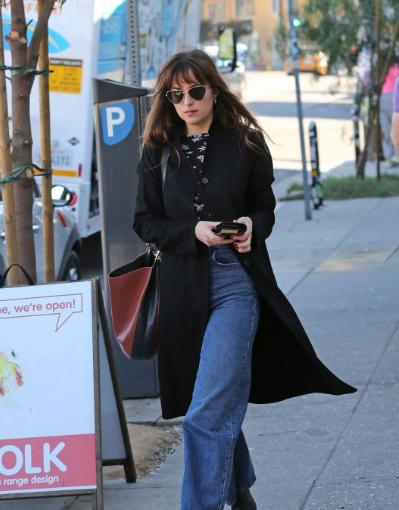 达科塔·约翰逊 (Dakota Johnson) 洛杉矶街拍  简约法式风