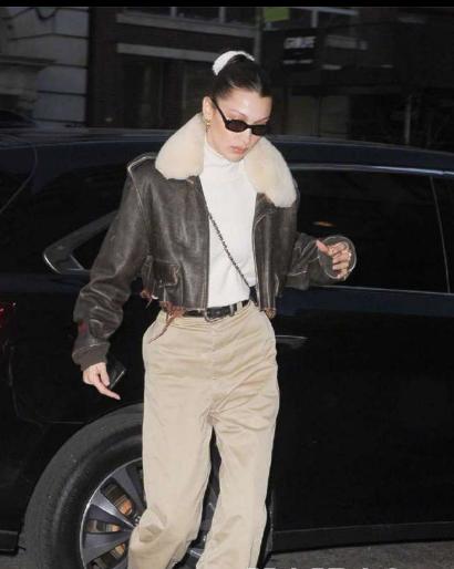Bella Hadid纽约街拍 保暖的大翻领外套穿出时尚质感