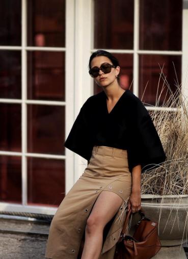 时尚博主Anais Eleni近期街拍合辑:黑白灰穿出高级摩登感!