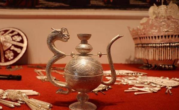 凉山州布拖县非物质文化遗产—彝族银饰蕴含无限潜力