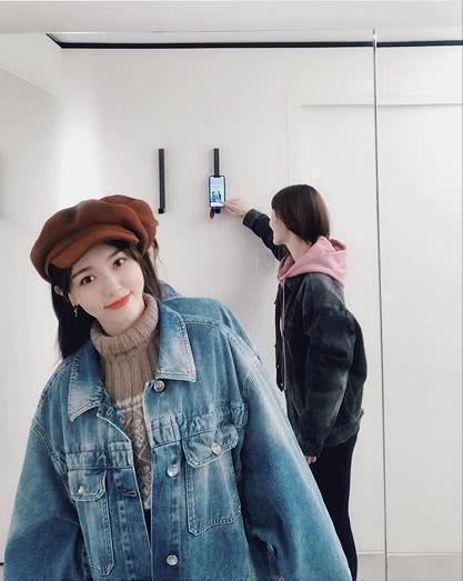 唐嫣晒趣味自拍照