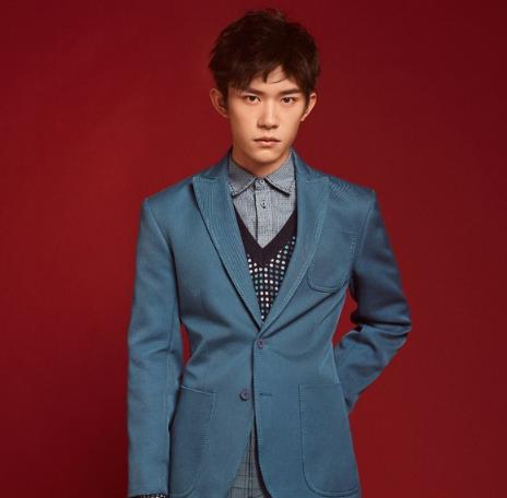 葆蝶家亚太区代言人易烊千玺温柔演绎2019早春系列的轻绅士正装