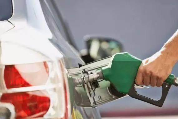 """今日油价最新消息:92号汽油回到""""6元时代"""""""