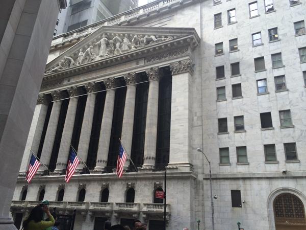 美股再度大跌 分析人士:反映了市场对经济悲观的预测