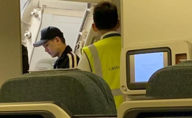 林志颖否认拿行李致航班延误 还提前一分钟到达目的地