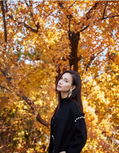 卢靖姗异域脸穿起中国风 别有一番风味