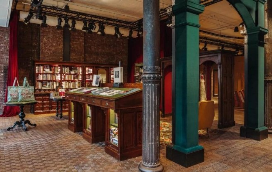 再玩跨界!Gucci联合Dashwood图书公司开设了一家书店