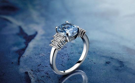 一枚宝格丽蓝钻戒指亮相佳士得纽约拍卖会 并以1831万美元高价成交