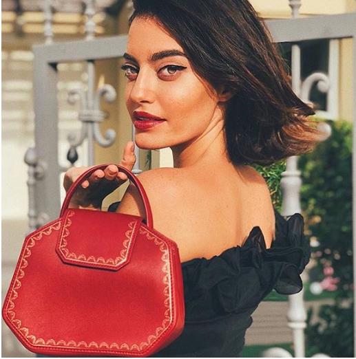 卡地亚经典红色珠宝盒变身Instagram网红包包