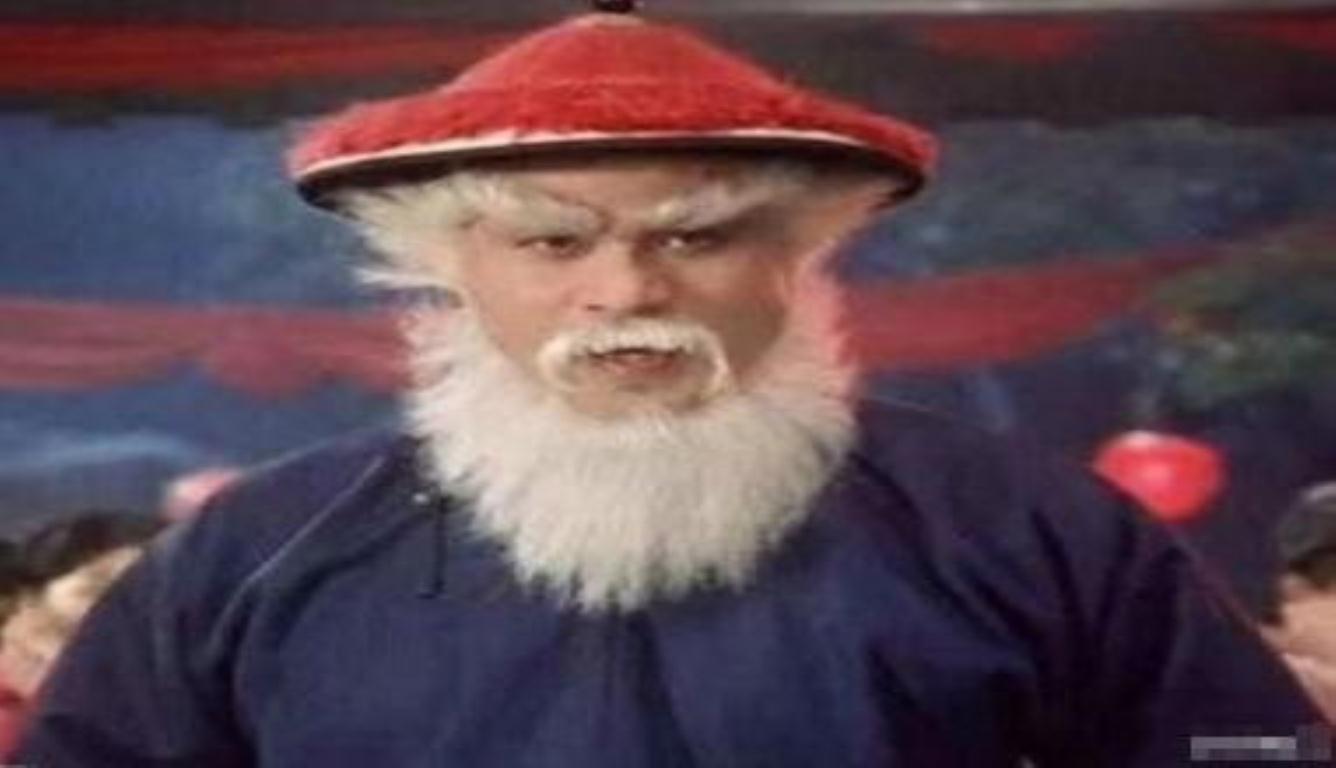 红帽子白胡子本尊现身 徐锦江扮圣诞老人送祝福