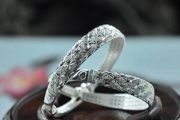 银饰上的划痕怎么去除?