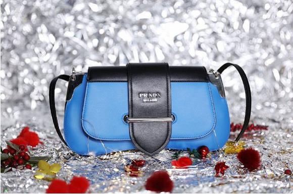 Prada推出2018假日包袋系列