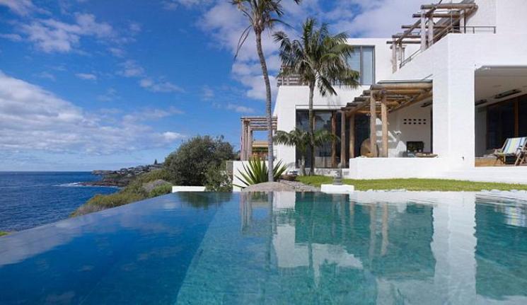 在林肯港的百万富翁队中巨大海滨豪宅首次进入市场
