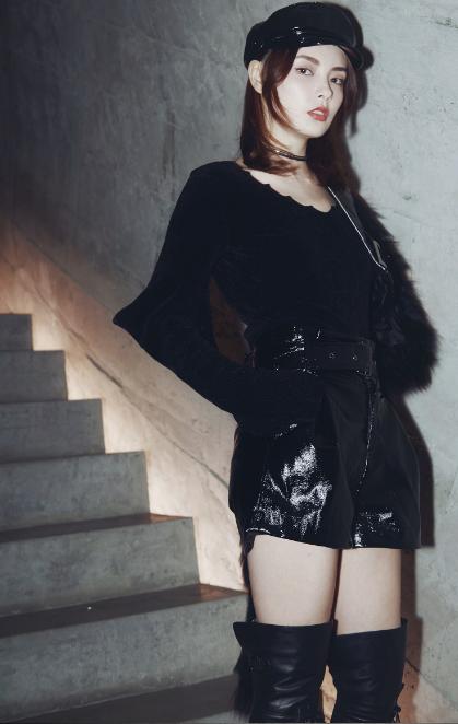 赵宇彤黑色系写真来袭 演绎有态度的时尚精灵