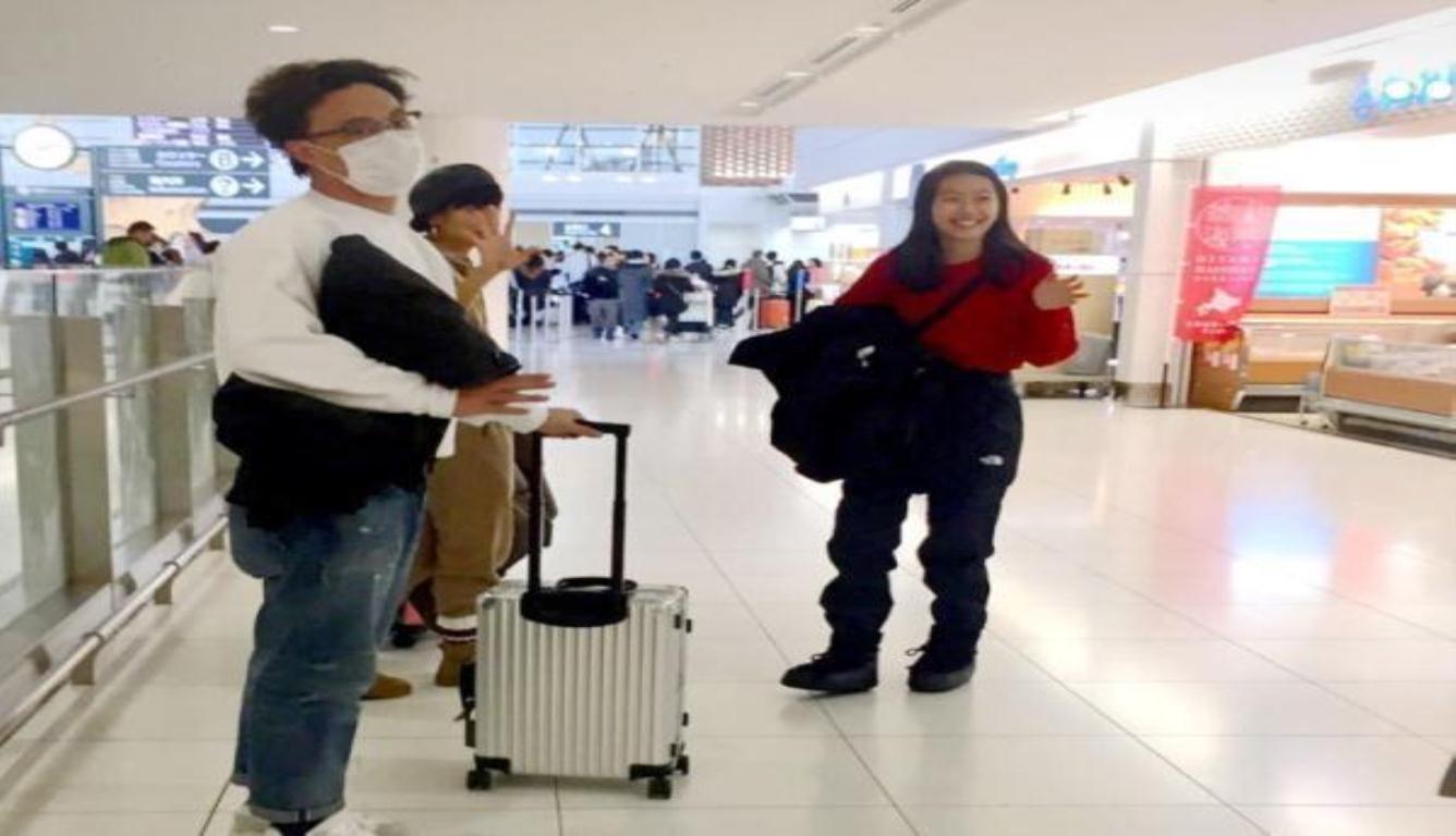 网友偶遇陈奕迅一家 14岁女儿一双长腿十分抢镜