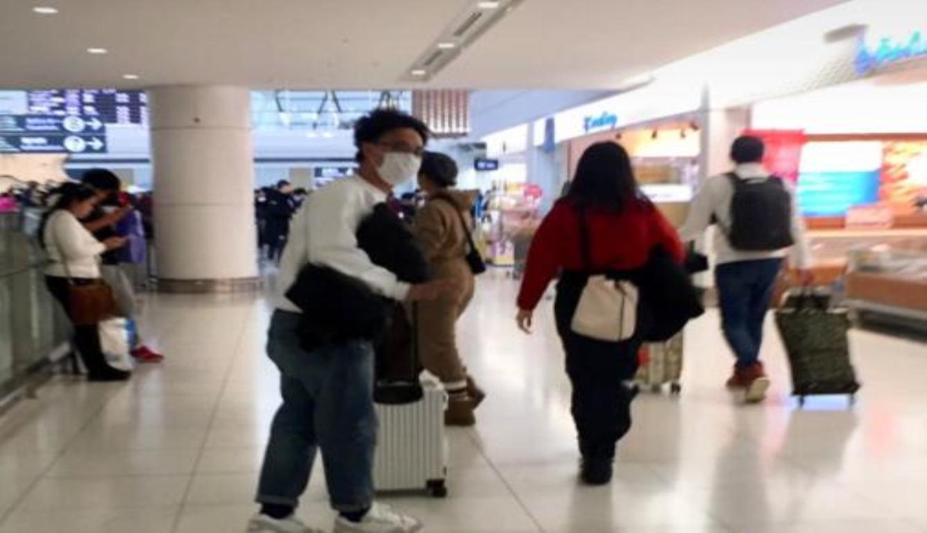 日本偶遇陈奕迅 14岁女儿身高近一米七了