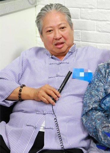 67岁洪金宝盼孙子成家 三个月后成龙有啥愿望?