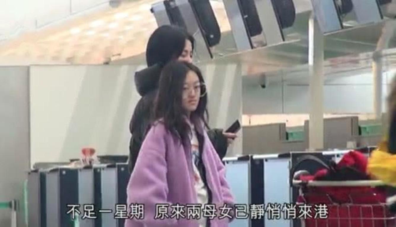 王菲带爱女香港购物 李嫣嘴唇已经看不出疤痕