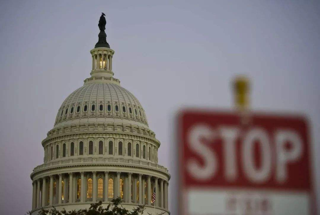 美国政府创最长停摆纪录 银价高位盘整等待信号