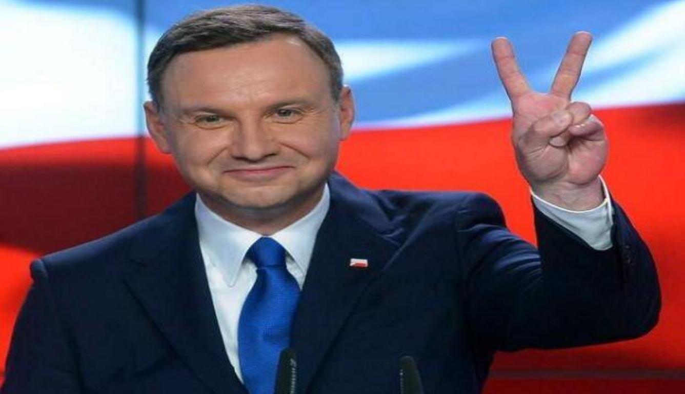 波兰市长遇刺身亡 欧洲议会为其默哀了一分钟