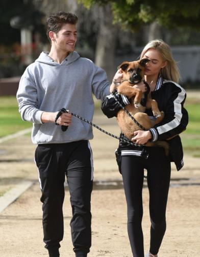 Michelle Randolph和Gregg Sulkin洛杉矶亚博体育 散步舒服又养眼
