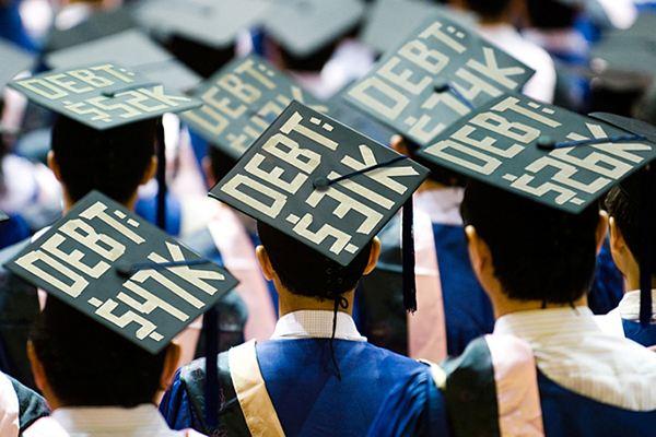 平均每名本科生毕业就背债29650美元 美国贷款总规模已经超过1.5万亿美元