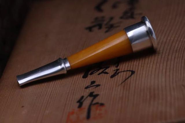 欧洲男人品味的象征:蜜蜡与925银打造的烟嘴