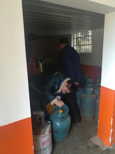 长沙县黄花镇对镇域内33家Ⅲ级瓶装液化气供应站安全检查