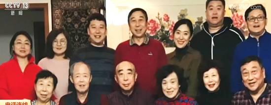 冯巩33年来首次在家过除夕 表示特高兴