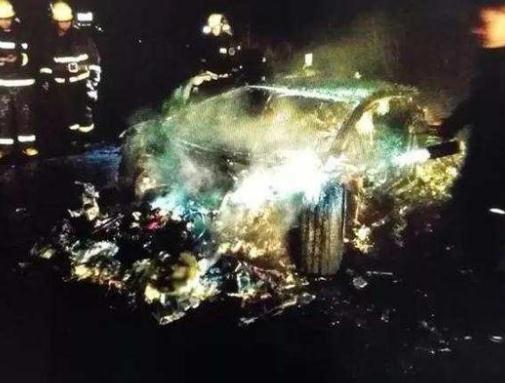 男子借兰博基尼烧成废铁 火灾原因仍在调查中