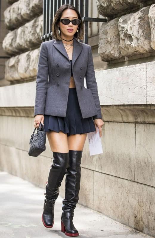 欧美街拍穿搭造型示范 西装配裙子简约有格调