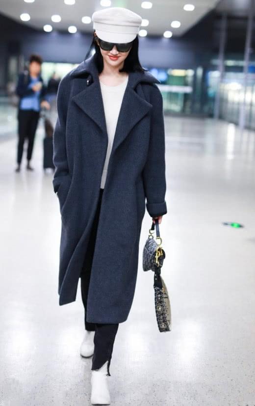 冬季穿衣搭配想任性? 短靴+大衣就是你想要的