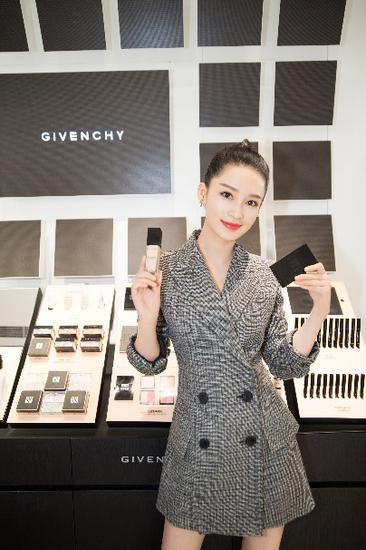 Givenchy推出全新限量定制版高定香榭天鹅绒唇膏