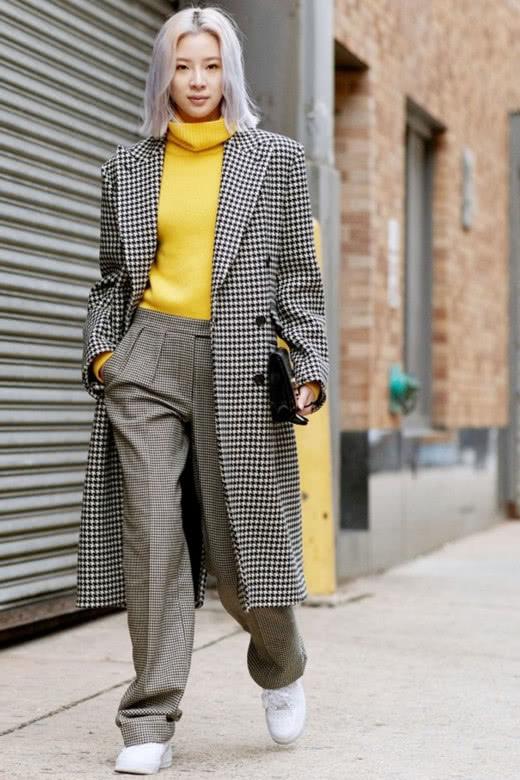 达人服装流行趋势示范 高领毛衣让你温暖不止一点点