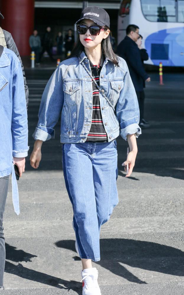 明星春季街拍穿搭示范 蓝色牛仔外套才是真爱
