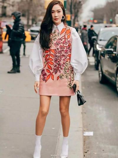 纽约时装周场外街拍示范 大地色系自带高级属性
