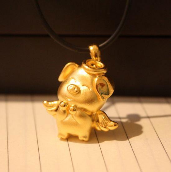 """""""生肖猪""""为主题的黄金饰品""""一猪难求"""" 第1张"""