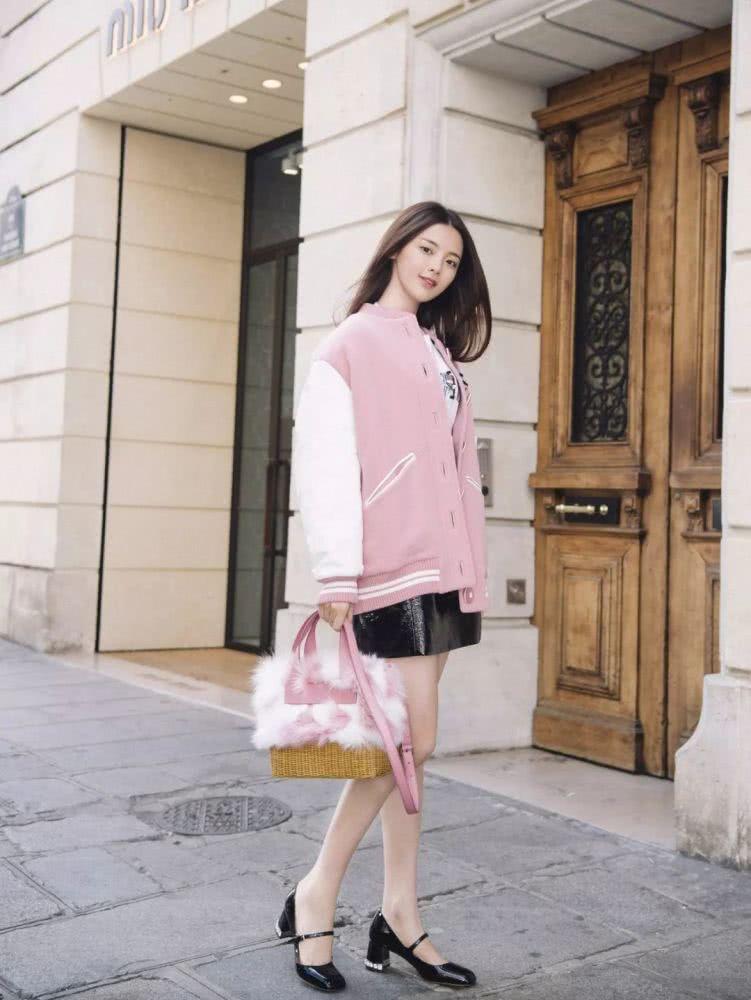 欧美达人服装流行趋势示范 粉色单品让你一秒进入春天